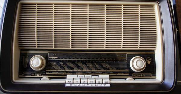 one-three-seven-radio-sci-fi-dinker-charak-ddiinnxx